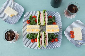 白と青のコントラストが爽やかで、和食以外にも色々な使い道ができます。いつものサンドイッチも何だか新鮮に見えますね。