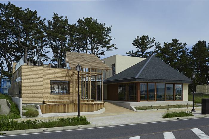北条海岸にあるおしゃれなカフェ。アウトドアフィットネスクラブも併設されていてちょっぴりユニーク♪海が見えるカフェでゆったりとした時間はもちろん、北条海岸の魅力をたっぷり味わえる場所。