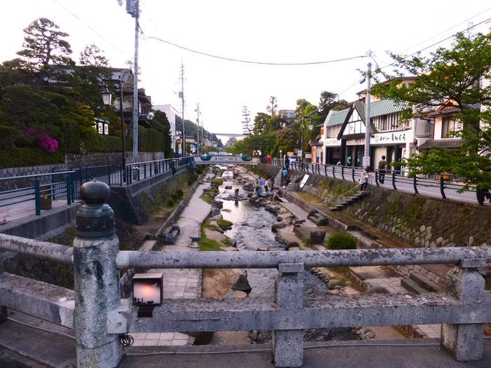 1300年前の奈良時代から名湯として知られてきた「玉造温泉」は、日本最古の温泉のひとつに数えられています。優れた泉質と効能には定評があり「神の湯」や「美肌の湯」とも言われています。ツルツルのお肌になりたい女子にピッタリですね。