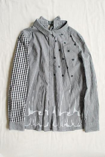 シャツはデニムやパンツ、スカートなどどんなアイテムとも合わせやすく、ボタンの開け閉めなどで雰囲気を変えることができるので取り入れやすいアイテムの1つです。