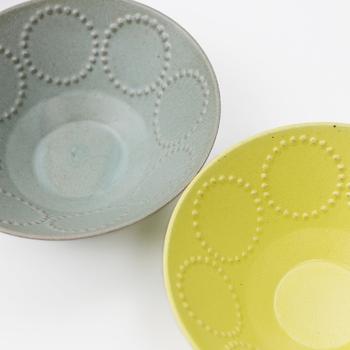 タンバリンのお皿やカップ。  丸いドットたちを眺めながら食べれば‥ ほっこりまるーく* 穏やかな気持ちに満たされそうです。