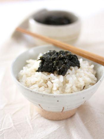 ご飯のお供の定番「海苔の佃煮」も自家製にチャレンジしてみませんか。実は、海苔、醤油、みりんさえあれば簡単に作れます。柚子胡椒を入れることでピリッと辛い大人の味わいに仕上がります。