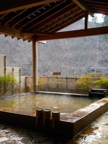 伊香保温泉は、病の治療や健康増進などを目的とした多くの人達が訪れることも多い、群馬県屈指の癒しの湯です。また江戸時代に伊香保は「子宝の湯」としても重宝され、圧倒的に婦人客からの人気が高かったそうです。
