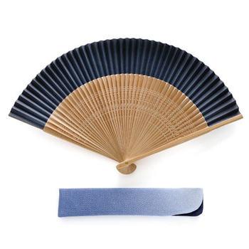 創業290年の歴史を持つ「白竹堂」では、雅な京扇子からレースや刺繍を施したモダンなデザイン扇子まで、さまざまなデザインの扇子を取り揃えています。