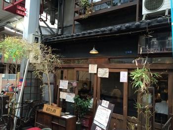 松屋町のメインストリート「空堀商店街」にある「旧ヤム邸(きゅうやむてい)」は、松屋町を人気スポットにしたといってもいい人気店。レトロな店内でいただくこだわりのカレーにリピーターも多いんです。