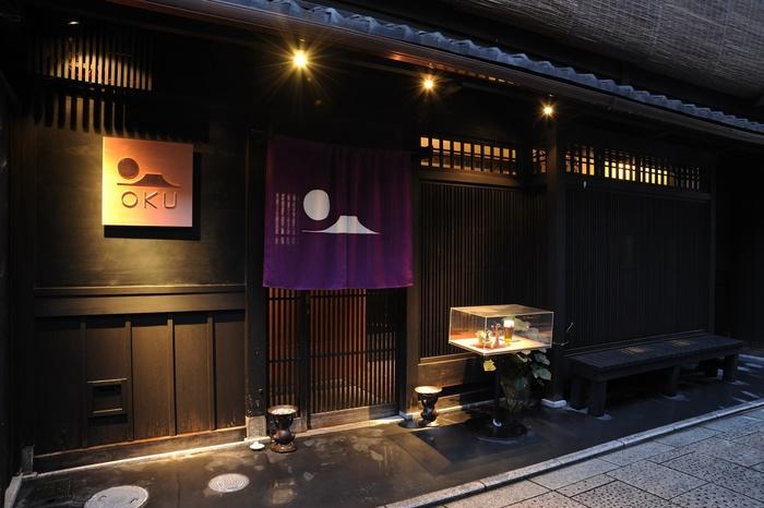 最後にご紹介するのは「和バルOKU」さん。場所は東山区祇園町で、京町家を上手にアレンジした和洋折衷のお店になっています。