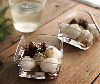 カクカクとした形が可愛らしい沖澤康平さんの「カクボウル」。どこか和の雰囲気ただようこちらのボウルには、白玉やあんこなどの和風のデザートがよく似合います。素敵な器があると、おうちデザートの時間が楽しみになりますよね♪