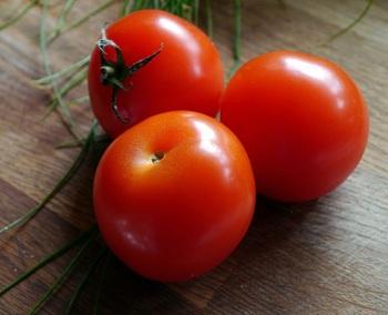 トマト(完熟したもの)をはじめ…  ※トマトがなかったら、トマト缶や、トマトジュースでもOK!