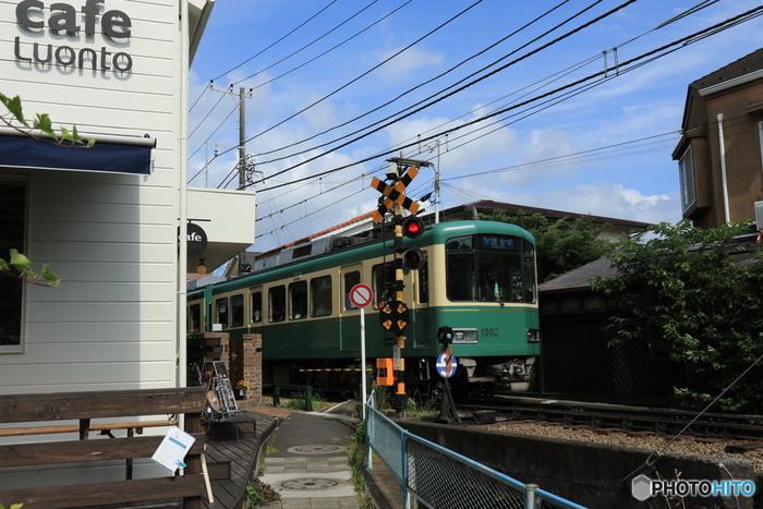 人気の観光地・鎌倉の江ノ電沿線にはおしゃれなカフェがいっぱい♪今回は、鎌倉散策におすすめしたい《おしゃれな古民家カフェ》を厳選してご紹介します。どのお店も人気店なので休日は行列必至!時間帯などに気をつけて、ぜひ訪れてみてくださいね。