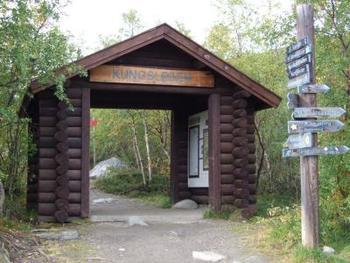王様の散歩道の入り口であり、反対側からのゴールゲート。素朴な山小屋のようですが、これから歩く人にはドキドキするポイント、そして反対側から400キロも歩いてきた人にとっては感無量ですね。
