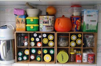 定期的に見なおして、頻繁に使うものだけを残していけば、調味料棚がスッキリします。