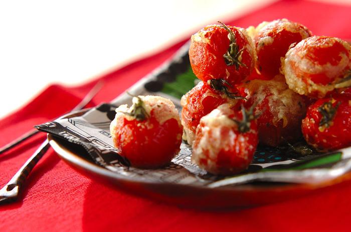 ベランダ栽培している方も多い「プチトマト」で作るフリットのレシピです。ベーキングパウダーを入れた衣は軽い食感で、暑い日でも食べやすいんですよ。  揚げたプチトマトは甘さが強く、いくらでも食べられそう。たくさん作って、家族みんなでパクパクつまみたくなる1品です。