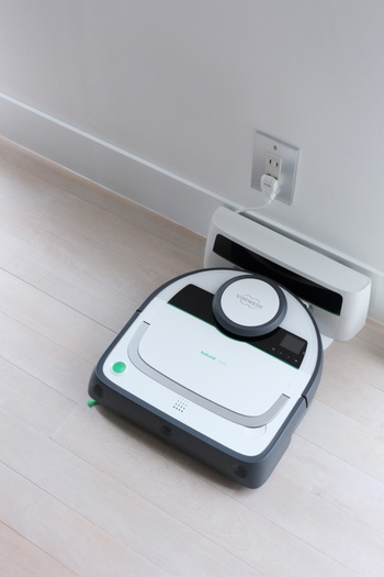 こちらのブロガーさん愛用のお掃除ロボットは、ドイツ・フォアベルク社の「コーボルト VR200」というモデル。吸引力や掃除後の仕上がりなど、使い心地の良さがとても気に入っているそうです。以下のサイトで「コーボルト VR200」について詳しく紹介されているので、検討中の方はぜひ参考にしてくださいね♪