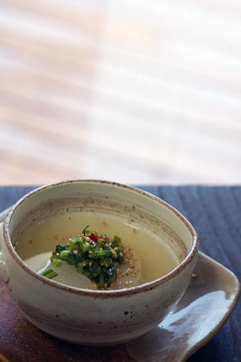 白玉に肉団子を包んで、蕪と煮た中華スープ。トロトロの蕪とモッチリの白玉がスープとよく合います。