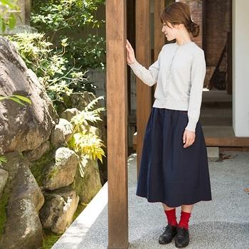 ふんわりとしたボリュームが素敵な「直線裁ちのスカート」です。風をはらんだシルエットが可愛らしいですね。
