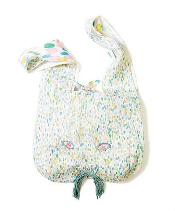 水彩画のようなタッチが何ともメルヘンな「jelly beans」。草原をかけるウサギのようなイメージですね。