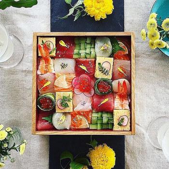 こだわればこだわるほど華やかに演出できるモザイク寿司。自分のお弁当や家族との食卓にぜひ活用してみてくださいね。模様は何通りにもアレンジできるので、毎回写真に撮って、モザイク寿司アルバムを作ってみても楽しいかもしれません♪