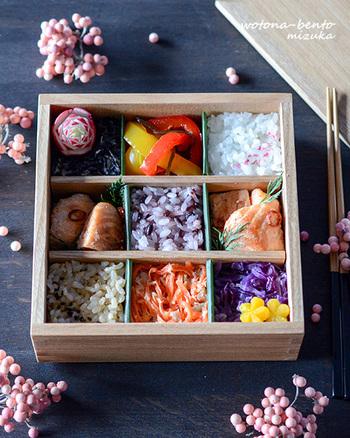 おかずの色合いも合わせてお弁当箱のレイアウトをモザイクモザイク寿司風に♪一人分の時には、全部お寿司にしないで部分的に使い、全体的にバランスよくモザイクの雰囲気を出してみると良いですね。