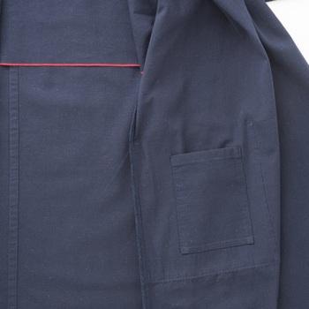 胸の内側には小さなポケットが。着やすさと使い勝手も同時に配慮されているんですね。