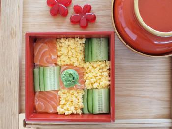 モザイク寿司作りが初めての人におすすめのレシピです。ご飯は敷き詰めてしまうので型がなくても大丈夫。具も3種類なので準備が簡単です♪