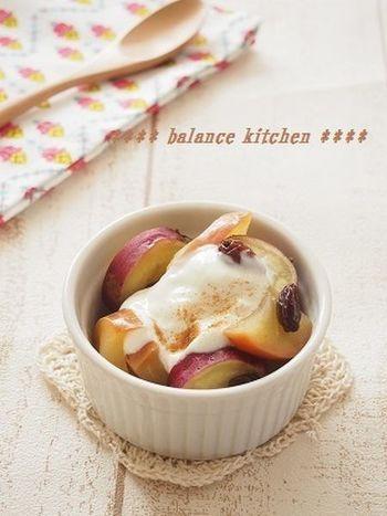 ほくほく甘くて美味しいさつまいもに、相性バッチリのレーズンとりんごを使ったデザート。温めたヨーグルトをかけると、さらにおなかに優しいデザートになりますね。