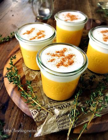 混ぜて冷やして固めるだけのお手軽かぼちゃプリン。ハロウィンにもぴったり!