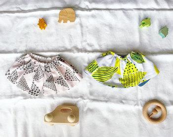 こちらはベビーアイテム。ゴムを通して作る簡単スタイです。型紙もいらない、直線縫いだけできちゃうのでお裁縫が苦手な方も大丈夫ですね。