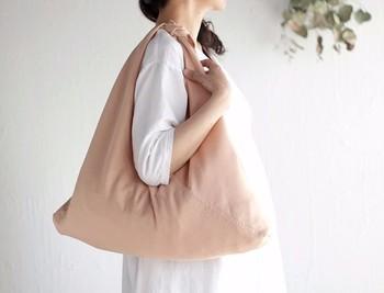 大き目の布で作れば、デイリーユースにも。かごバッグなどの目隠しや、バッグインバッグとしても活躍してくれます。