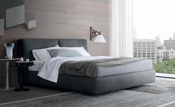 ダブルベッドをチョイスするときは、扱いやすい寝具を揃えるのも清潔なベッドを保つ上で大切なポイントになります。ダブルサイズのシーツは重いので、洗濯がしやすく乾きやすいものをチョイスするとよいでしょう。
