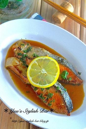 下味はなんと麺つゆとみりんのみなので、あっという間に下ごしらえが終わります。安い鮭を見つけたら、とりあえず麺つゆとみりんにつけて冷凍しておけば、調理のバリエーションが広がります。