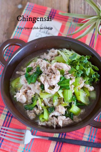お酒と塩、コショウという実にシンプルな下味の豚肉は、いろいろなレシピに展開ができる万能素材になります。あら挽きの黒コショウをしっかり効かせると味が引き締まります。