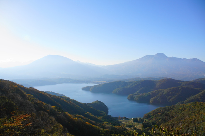 信濃富士を望む「野尻湖」。ここは「静かな湖畔」の歌のモデルになった場所なんです。1930年代にキャンプ場が生まれ、そこで作られた童謡が今も歌い継がれている…ずっと昔から人々がこの地の自然に安らぎ、癒されてきたことがわかるエピソードです。