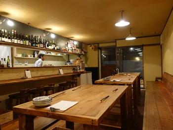 農家から直送されるお野菜を使った創作料理とワインが楽しめるお店「バイタルサイン」は、高瀬川の路地裏を入り隠れ家風なロケーションが女心をくすぐります。スタイリッシュなインテリアも素敵です。