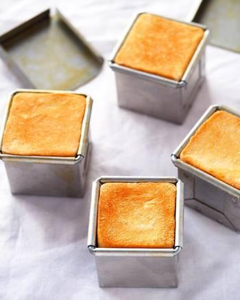 キューブパンとは、小さな立方体の型に入れて焼いた、コロンと可愛らしい食パンのこと。