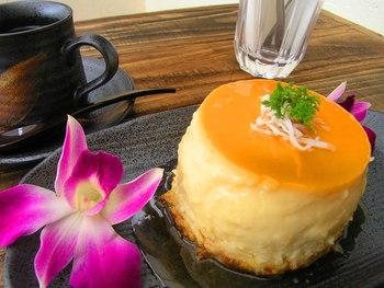 フランス人シェフ自慢のココナッツフランケーキ。ふわふわ・トロトロの食感が人気のデザートメニューです。