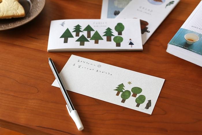 絵本のような木々が描かれた一筆箋は優しい雰囲気。森の他にウサギや鳥のイラストもセットになっています。