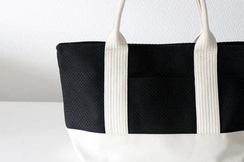 柔道着の老舗メーカーさんが作ったこのバッグは三河木綿の刺子織りの製品で、軽くて丈夫、かつ柔らかいというのが特徴です。