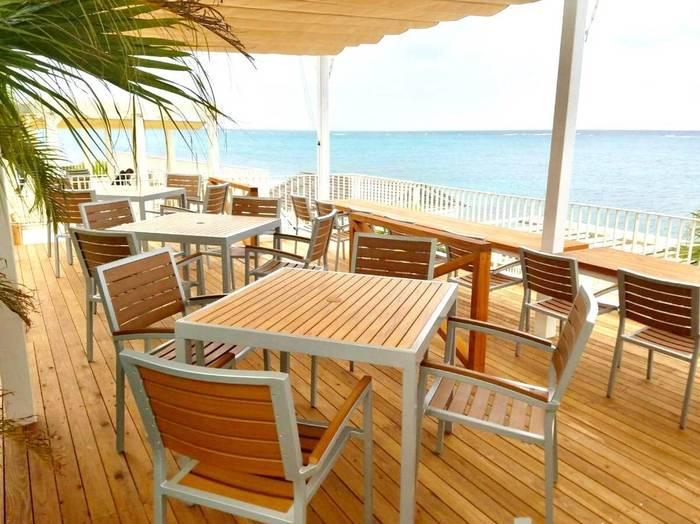 ふわふわの「幸せのパンケーキ」をオーシャンビューのテラス席で食べられるのはここ沖縄だけですよ♪