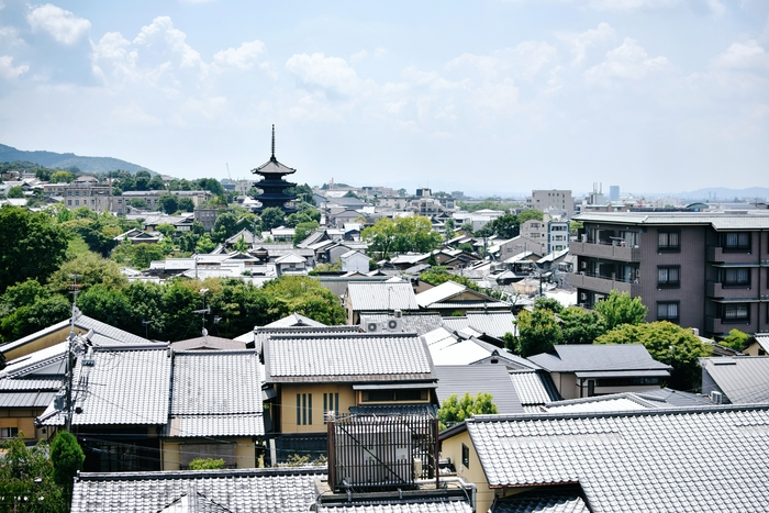 閣上は京都市内が一望できる絶景スポット。古き良き京都の町並みを見ながら夏風を楽しめます。 ※特別に撮影許可を頂いて撮影しております。