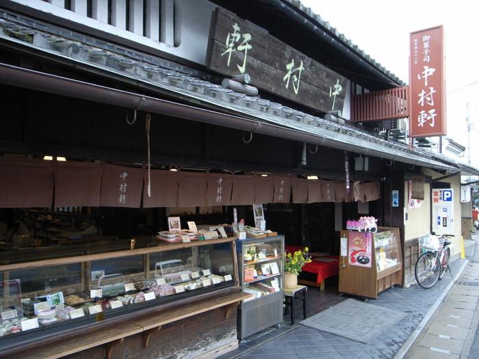 創業以来、変わらぬ味で京都の人々に愛される「中村軒」。歴史あるお店でいただく季節限定のかき氷は格別です。