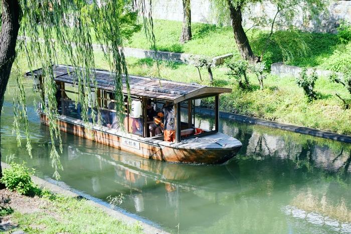 酒造りの町ならではの風情が楽しめる伏見を、十石舟にのってから川から眺めるのもオススメです。