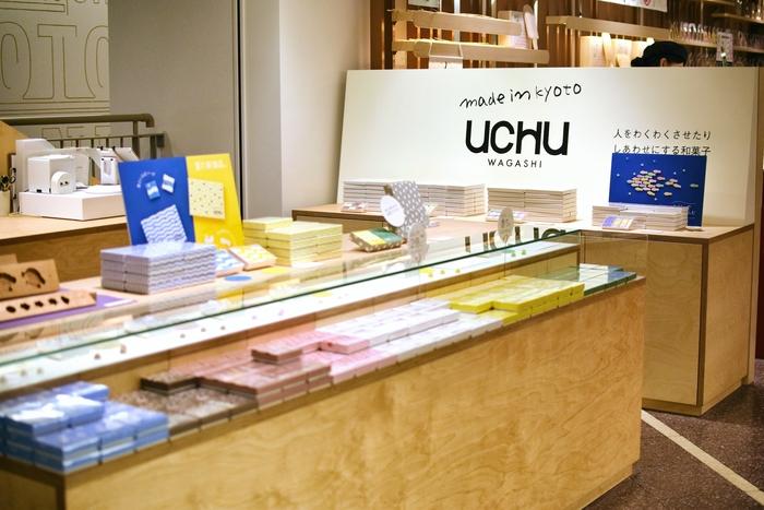"""京都駅前にある京都タワーの1階にある【UCHU wagashi】。""""今""""の和菓子をつくることをコンセプトにしている、made in 京都の落雁屋さんです。寺町通に店舗がありますが、京都タワーでも購入することが出来ます。"""