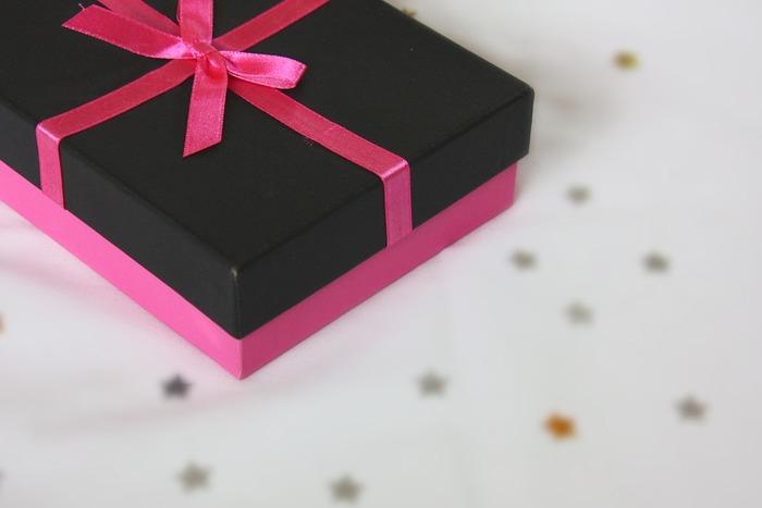 プレゼントに添えるのはもちろんのこと、例えばちょっとしたお土産を渡すとき、借りていたものをお返しするとき、一言添えて渡せるのがとっても便利。手紙ほどではないけれど、きちんと気持ちを伝えることのできる素敵なツールです。