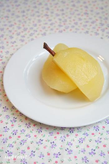 「当たりハズレ」が大きい洋梨。甘みの足りない「ハズレ」の洋梨も、白ワインでさっと煮れば、気品ある味わいのコンポートに生まれ変わります。完熟したものは煮ると崩れてしまうので、熟していないものがオススメ。