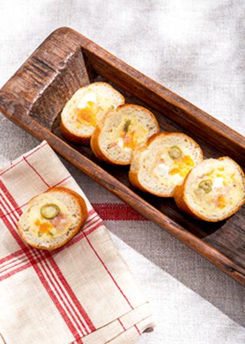 ポテトサラダは、中に詰めるフィリングとしては、最もポピュラーなもの。このレシピでは、グリーンオリーブ、ゆで卵、生ハムなどで彩りよく仕上げていますね。テーブルの主役になれそうな素敵なルックスです♪