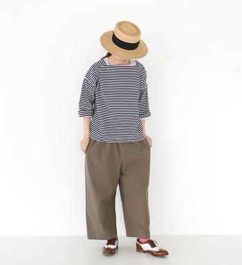 マリンテイスト感のあるボーダートップスは、まるでイタリアの船乗りのような可愛いコーデに!麦わら帽子と革靴が決め手です♪