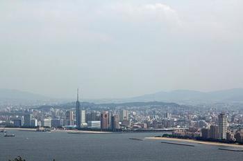 対岸には福岡タワーやヤフオクドームが!小呂島も見ることができますよ。