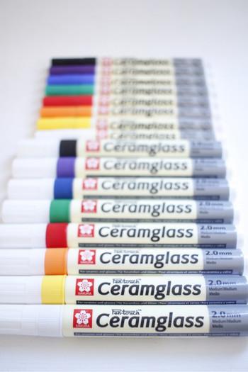 「セラムグラス」には中字・細字の2種類があり、カラーバリエーションも豊富です。お好みで幅広いデザインを楽しめますよ。それではさっそく、「セラムグラス」を使ってオリジナルの食器作りにチャレンジしてみましょう!