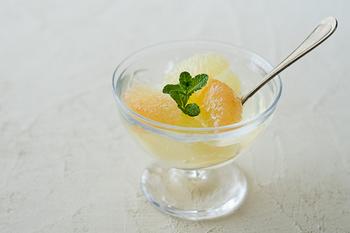 ゆらゆらとしたガラスの揺らぎがとても素敵な沖澤康平さんの「mo-ruデザートカップ」。どんなデザートも可愛らしくしく見せてくれますよ♪