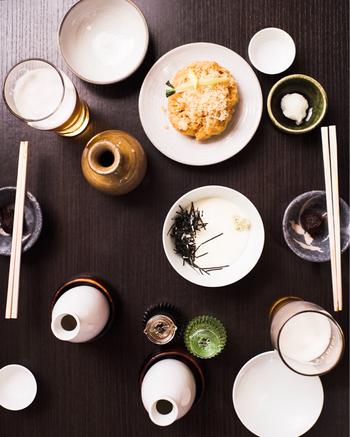 酒菜は充実のラインナップ。小田原産の「かまぼこ」や「あなご焼き」を肴にすれば、お酒も一層進むことでしょう。